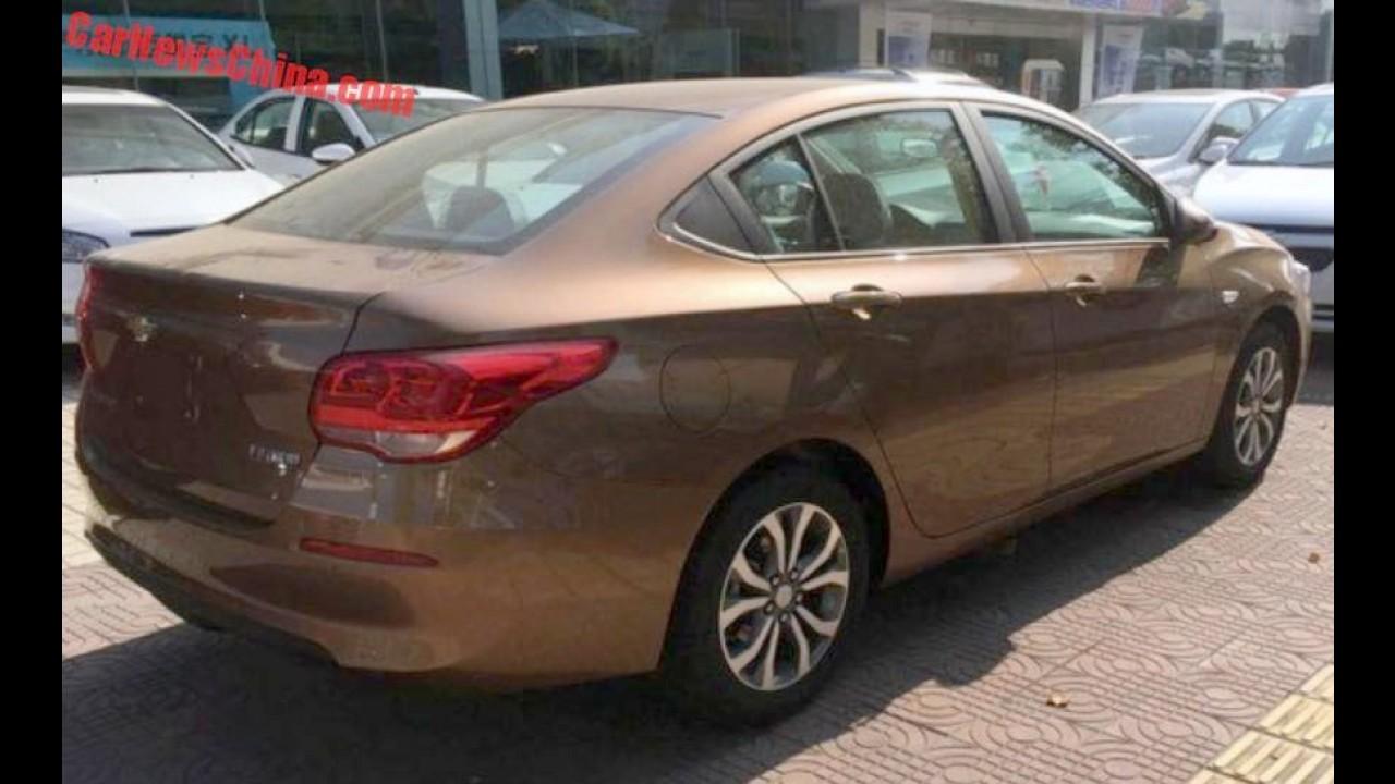 Flagra: novo sedã compacto da GM, Chevrolet Cavalier é clicado na concessionária