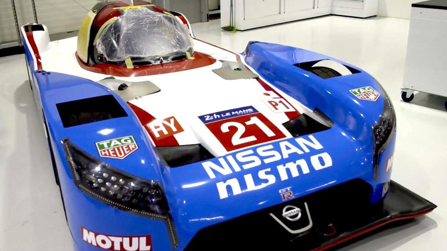 Nissan unveils their retro livery for the #21 GT-R LM NISMO [videos]
