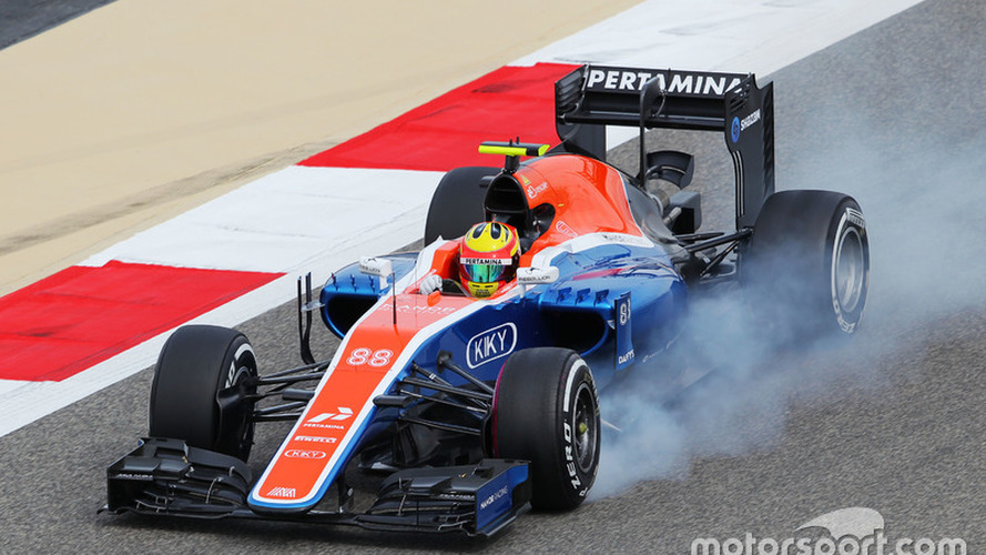 Rio Haryanto, Manor Racing MRT05 locks up under braking