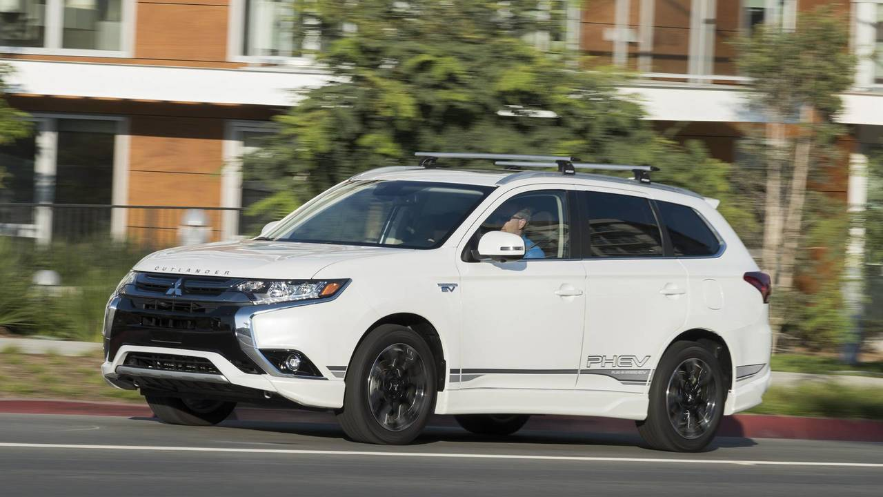 2018 mitsubishi outlander phev first drive head of the. Black Bedroom Furniture Sets. Home Design Ideas