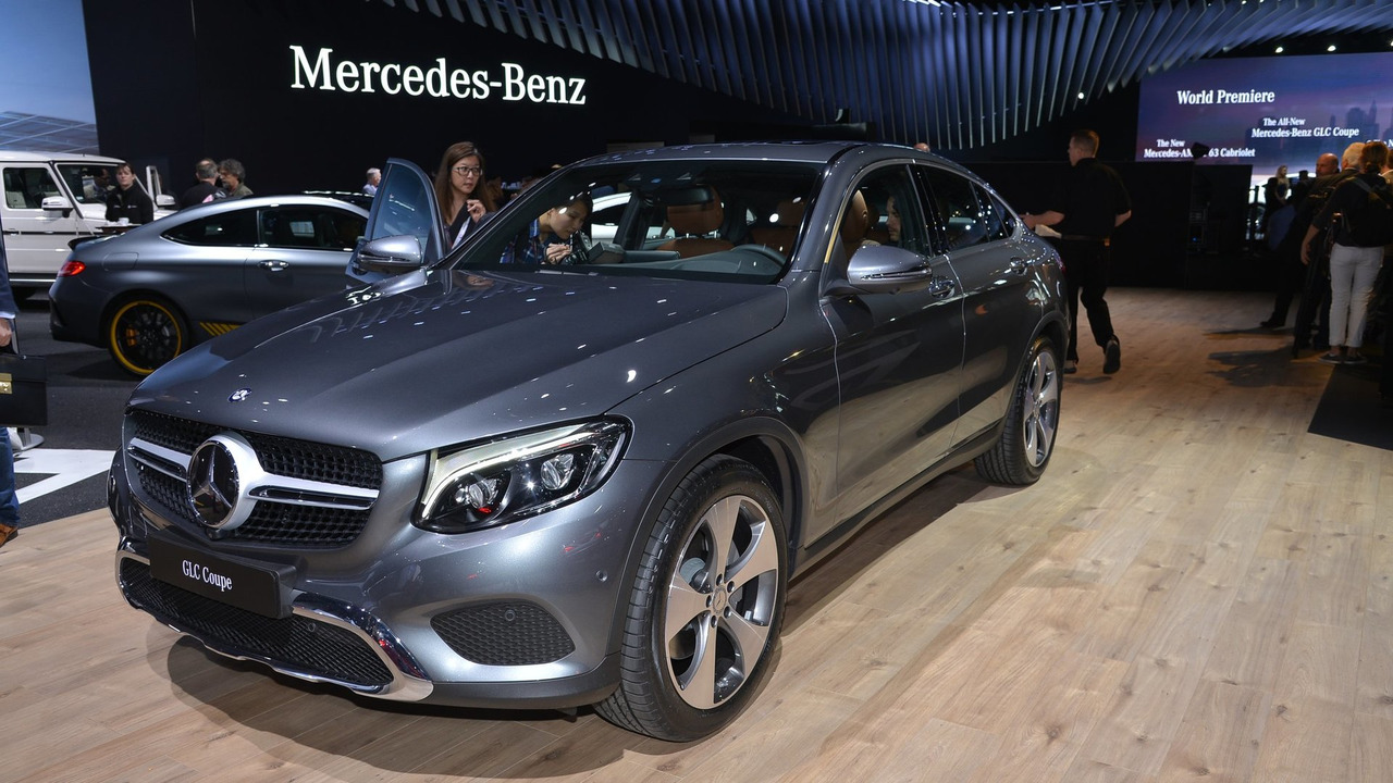 mercedes glc coupe officially unveiled videos. Black Bedroom Furniture Sets. Home Design Ideas