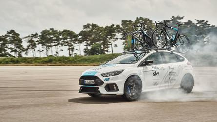 Une Ford Focus RS au départ du Tour de France