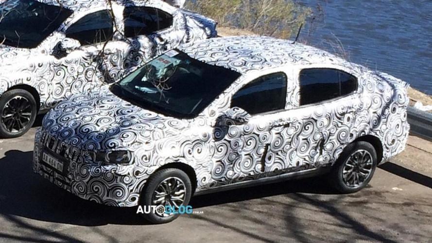 Flagra - Fiat X6S (Argo Sedan) segue testes com menos camuflagem