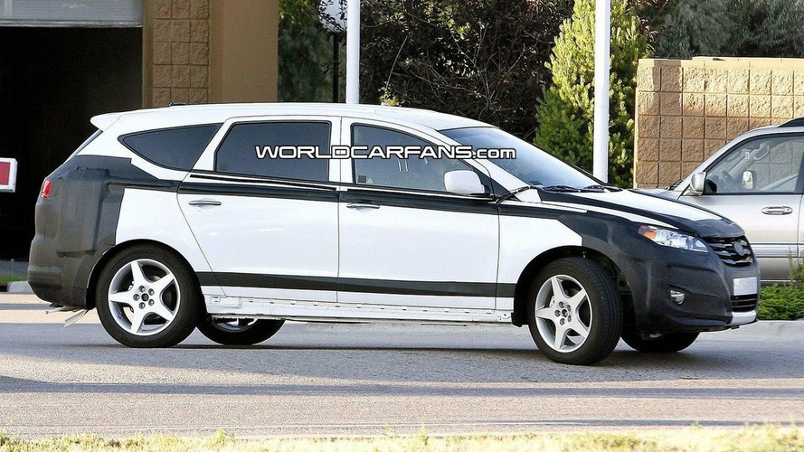 Hyundai Portico Shows More Skin for Spy Photographers