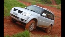 Mitsubishi prepara Pajero TR4 com opção de tração 4x2 para linha 2012