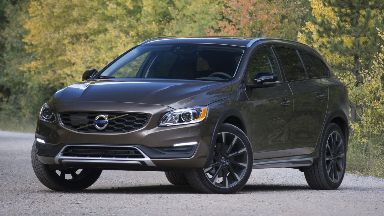 2017 Volvo V60 Cross Country: Review