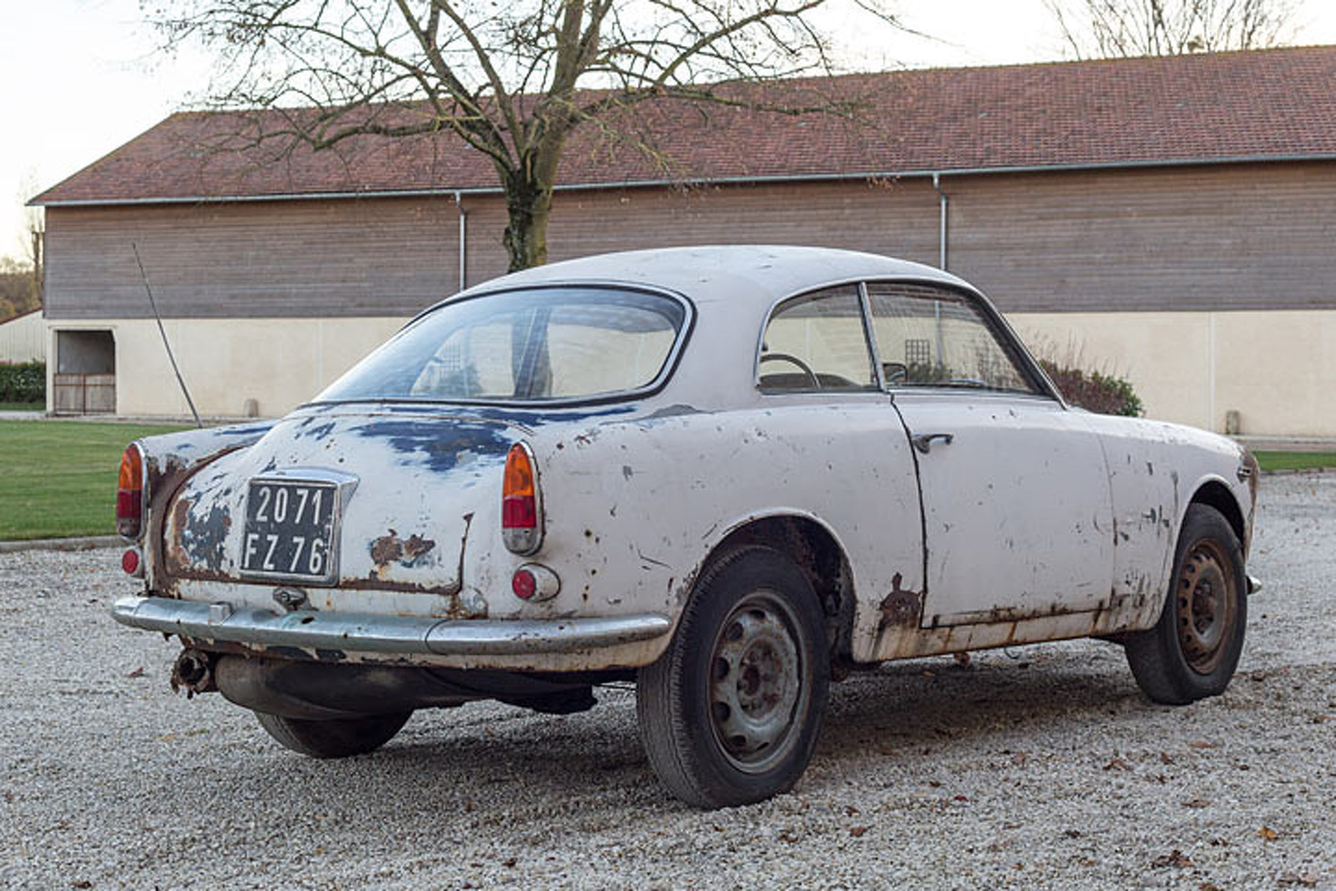 [Imagen: this-63-alfa-romeo-barn-find-is-for-sale...cluded.jpg]