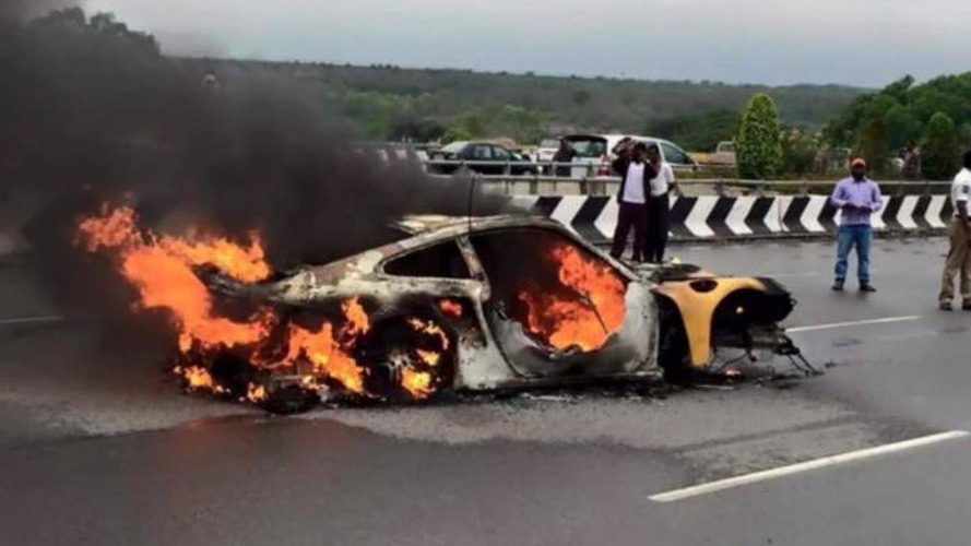 Porsche 997 Turbo crashes and burns in India after aquaplaning [video]