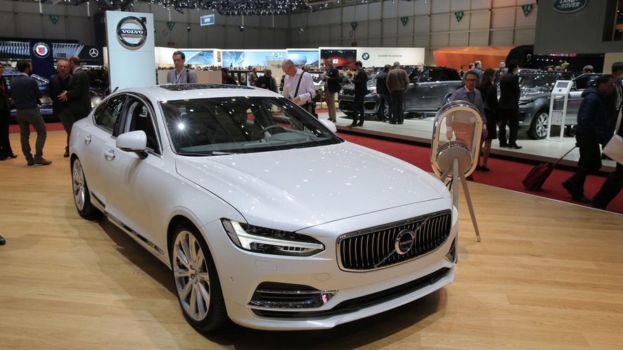 Volvo S90 T8 in Geneva looks pretty in white