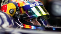 Sainz to stay at Toro Rosso