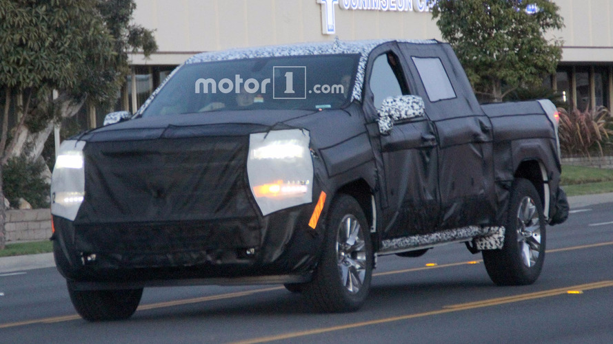 Next-generation Chevrolet Silverado spied with overhauled front end