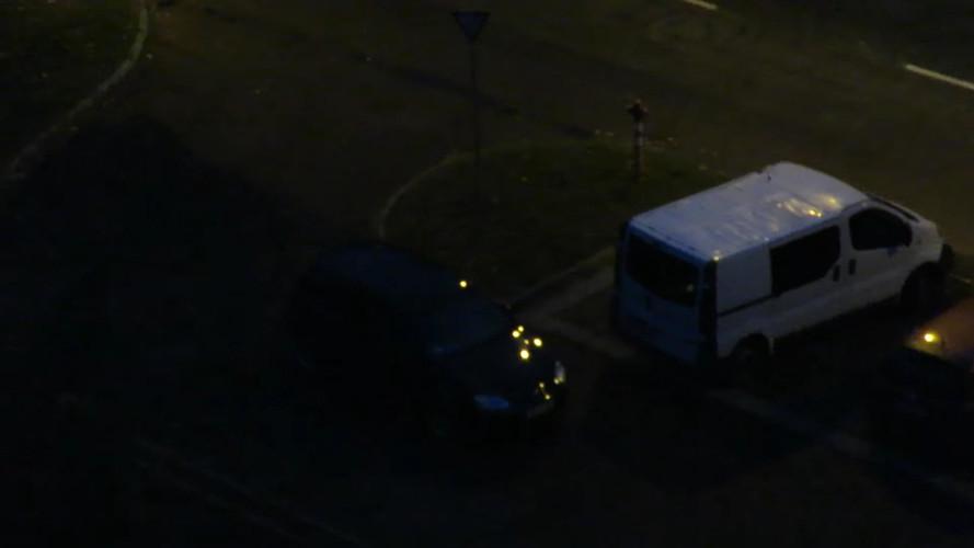 Kiakadt egy nyíregyházi autós, mert egy kisteherautó két helyet is elfoglalt a parkolóban
