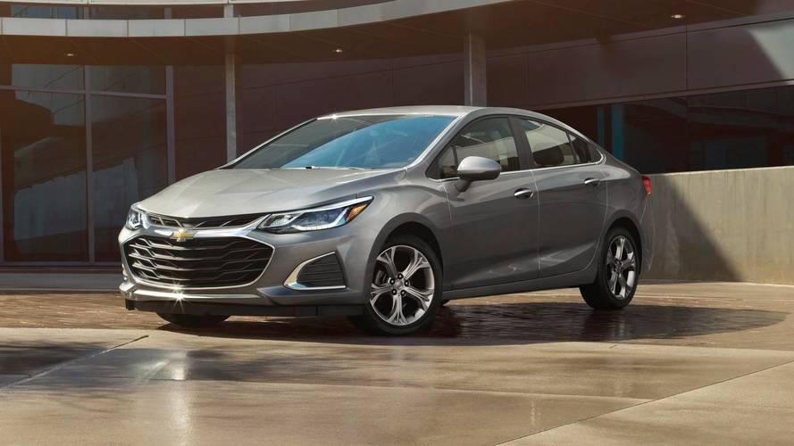 Chevrolet Cruze reestilizado ganha frente inspirada no Malibu