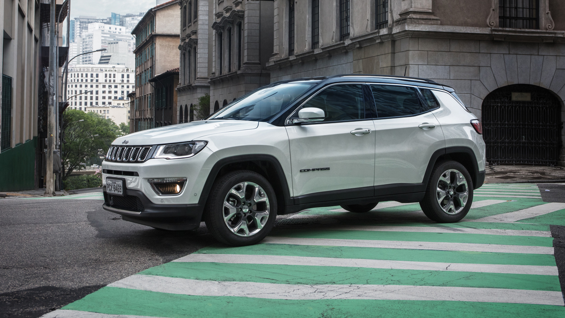 jeep compass 2018 ganha vers o limited diesel bancos de couro brancos start stop fotos. Black Bedroom Furniture Sets. Home Design Ideas