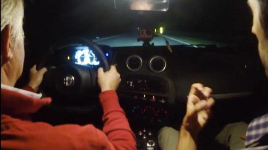 Alfa Romeo 4C, emozioni by night  fra i cordoli di Balocco [VIDEO]