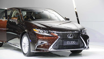 2016 Lexus ES facelift at Auto Shanghai 2015