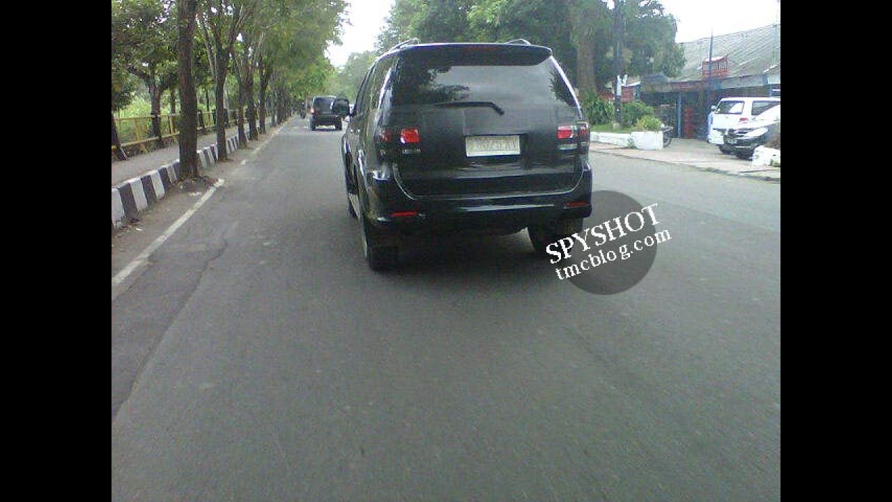 Esta é a Nova Toyota Hilux SW4 2012 - Lançamento será em julho na Ásia