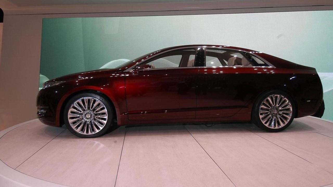 https://icdn-7.motor1.com/images/mgl/e7YAN/s3/2012-290206-lincoln-mkz-concept-at-2012-detroit-auto-show1.jpg