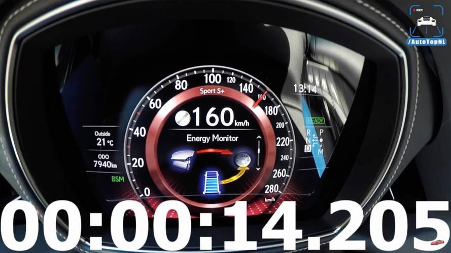 Lexus LS 500h'ın 253 km/s hıza ulaşmasını izleyin