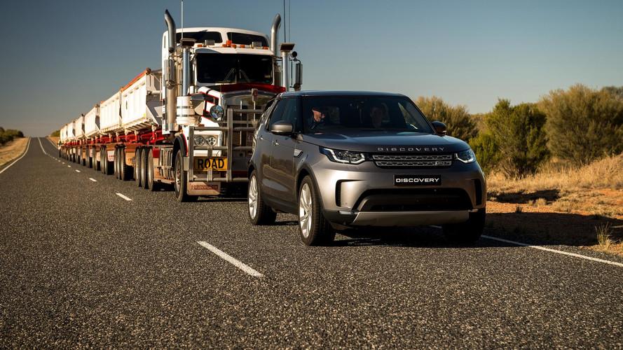 Un Land Rover Discovery 2018 arrastra un convoy de 110 toneladas