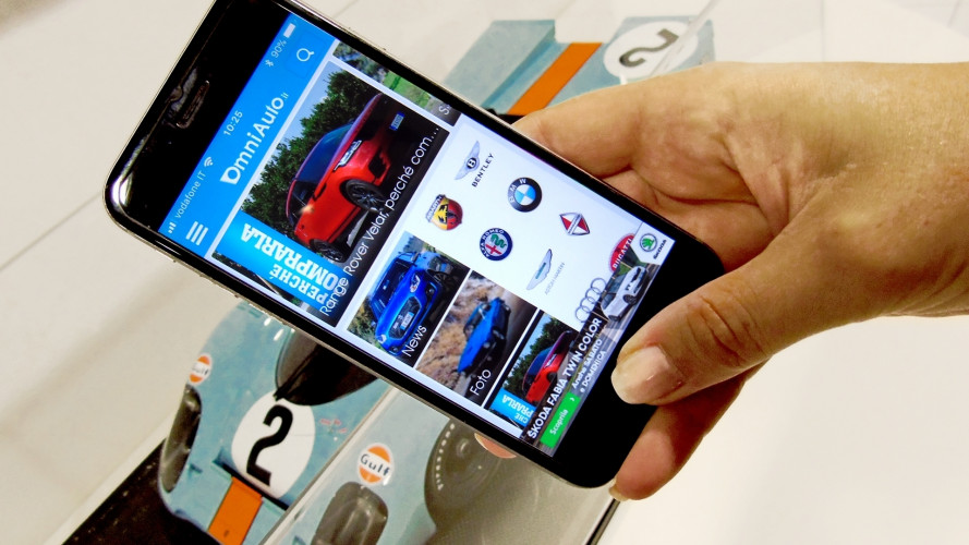 9 persone su 10 scelgono l'auto da comprare con lo smartphone