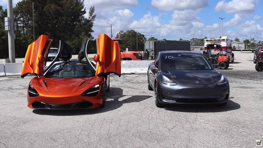 McLaren 720S ve Tesla Model 3 yarışıyor!