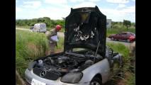 Fotos: Mercedes conversível do cantor Amado Batista pega fogo em rodovia