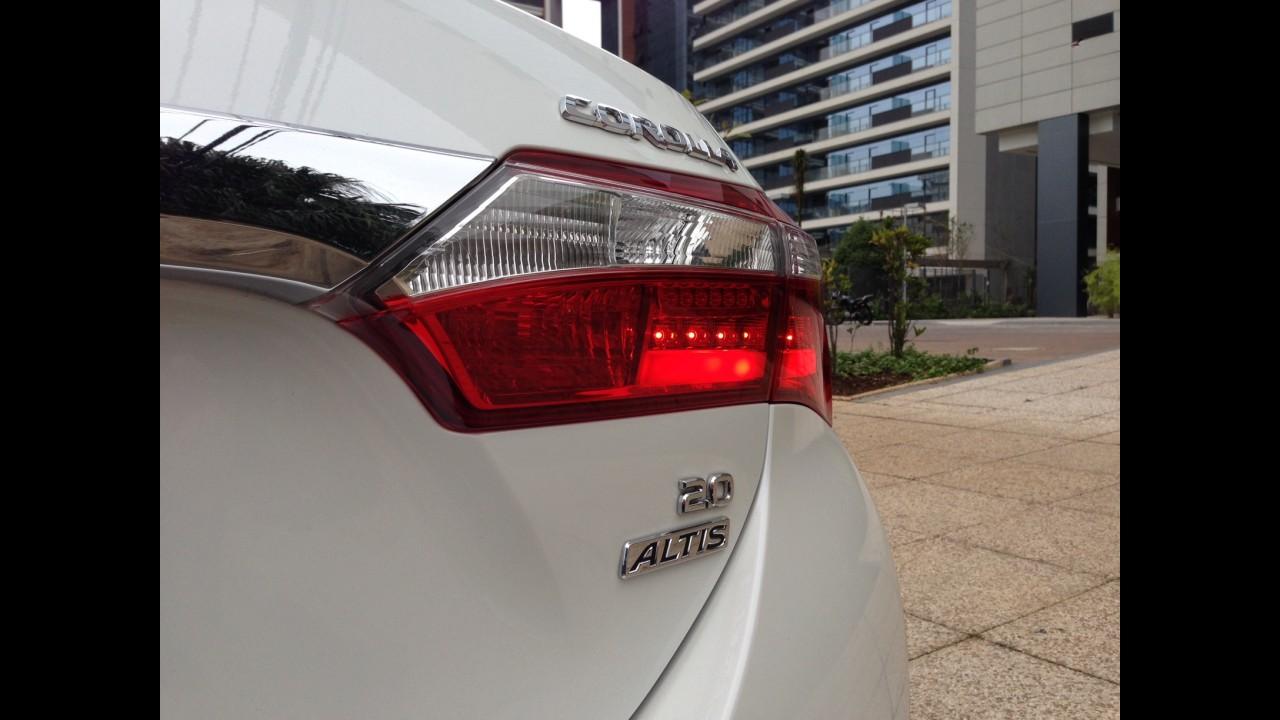 "Garagem CARPLACE #4: o Corolla de R$ 94 mil e os ""early adopters"""