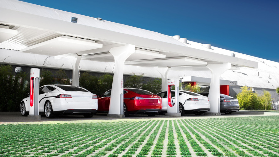 Telsa implements Supercharger fees to prevent spot hogging