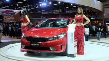 Salão do Automóvel: agora mexicano, novo Kia Cerato 2017 chega ao Brasil por R$ 76.990