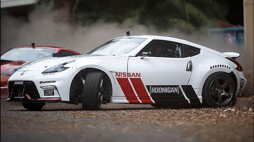 Black Friday, le Nissan 370Z fanno shopping a colpi di drift [VIDEO]
