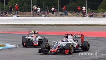 Romain Grosjean, Haas F1 Team VF-16 devant son équipier Esteban Gutierrez, Haas F1 Team VF-16
