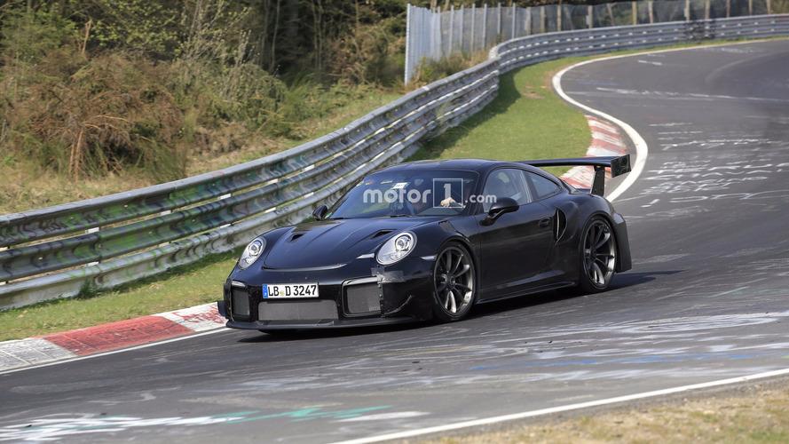 Porsche 911 GT2 Nürburgring'de turluyor