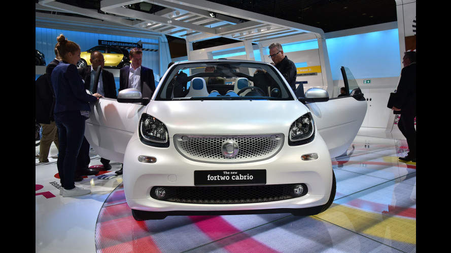 Salone di Francoforte: smart fortwo cabrio, trasformabile chic [VIDEO]