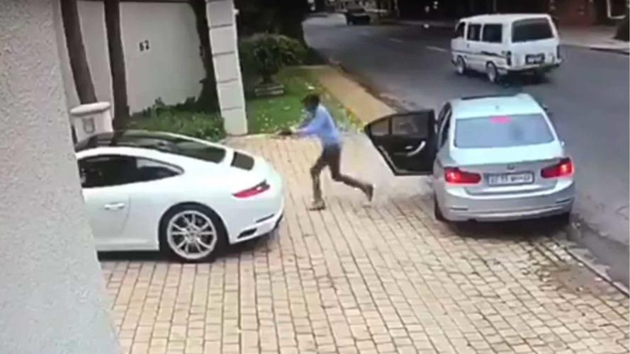 VIDÉO - Il échappe de peu à un car-jacking et sauve sa 911