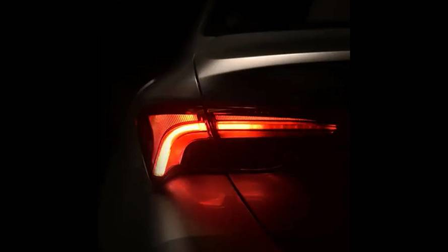 2019 Toyota Avalon Flaunts Sequential Turn Signals In New Teaser