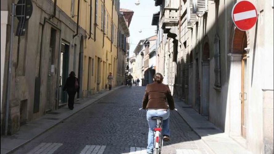 Bici contromano: no. E infuria la polemica