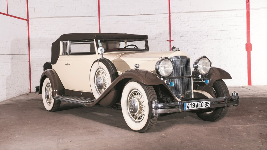Lot 45 - 1932 Packard 904 dans le style Convertible Victoria par Rollston