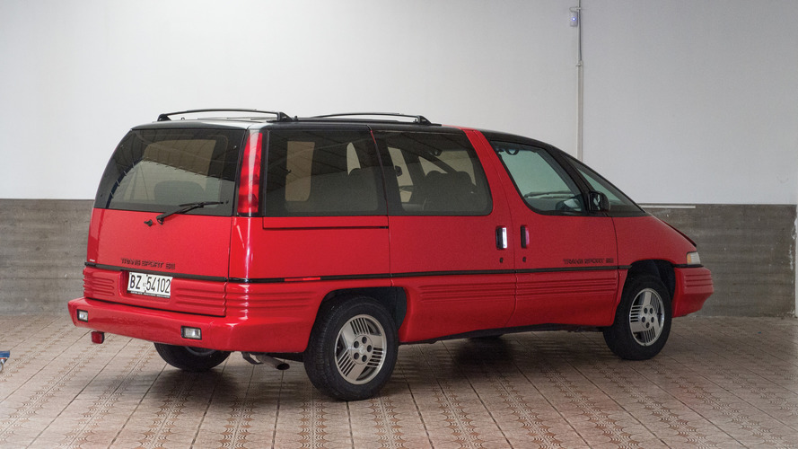 Why is this 1991 Pontiac minivan up for auction in Italy?