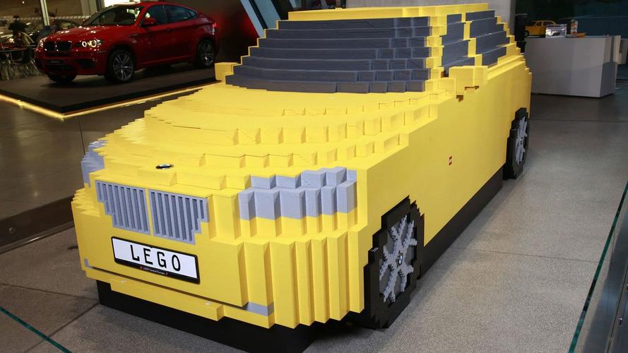 800 Kids Build BMW X1 from Lego