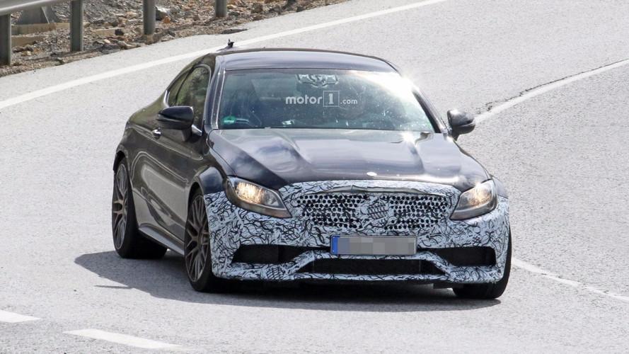 Mercedes-AMG C63 Coupe hafif makyajını gizliyor