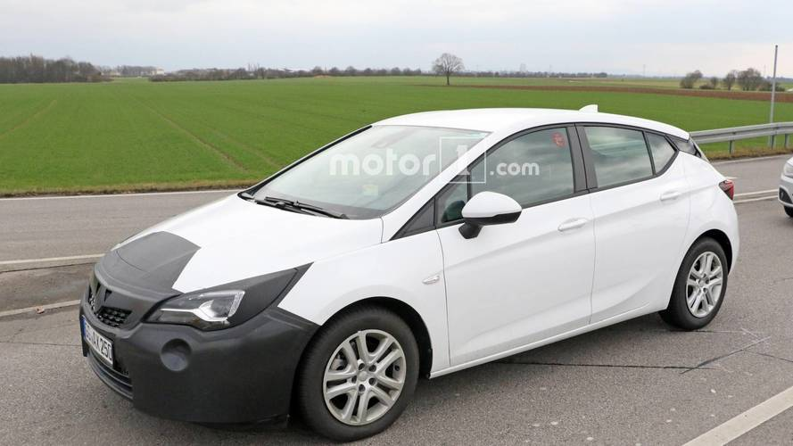 Opel Astra facelift spy photos