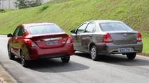 Toyota Etios Sedan AT x Nissan Versa CVT