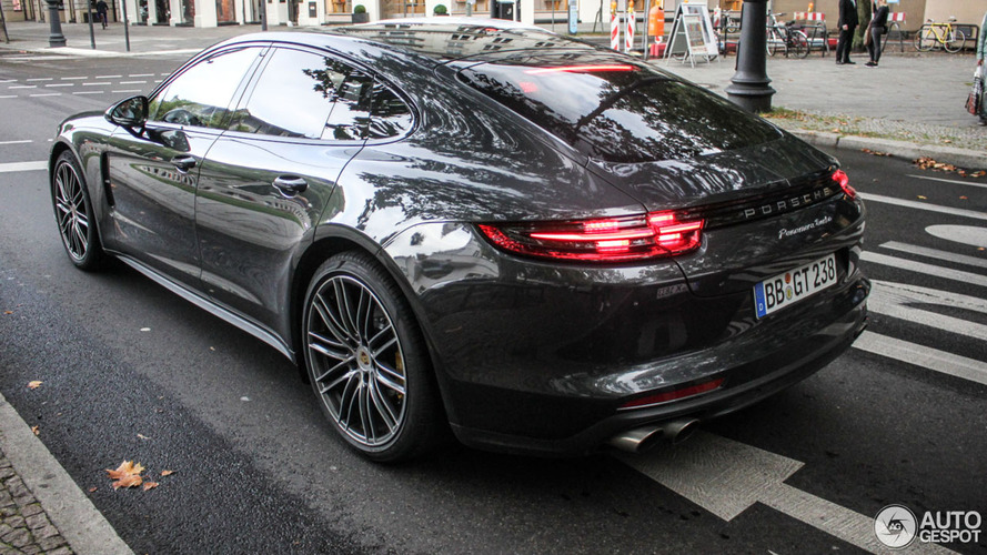 2017 Porsche Panamera Turbo looks dynamic on the street