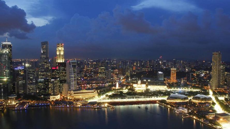 Drivers eye skies hours before Singapore race