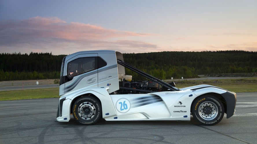 2,400-hp Volvo truck sets two world speed records