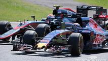 Max Verstappen, Scuderia Toro Rosso STR10 and Jenson Button, McLaren MP4-30 battle for position