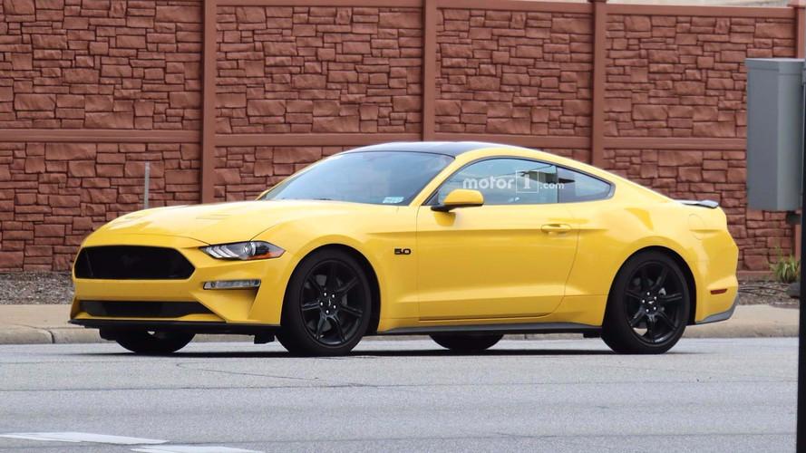 2018 Ford Mustang Black Accent paketi casuslara yakalandı