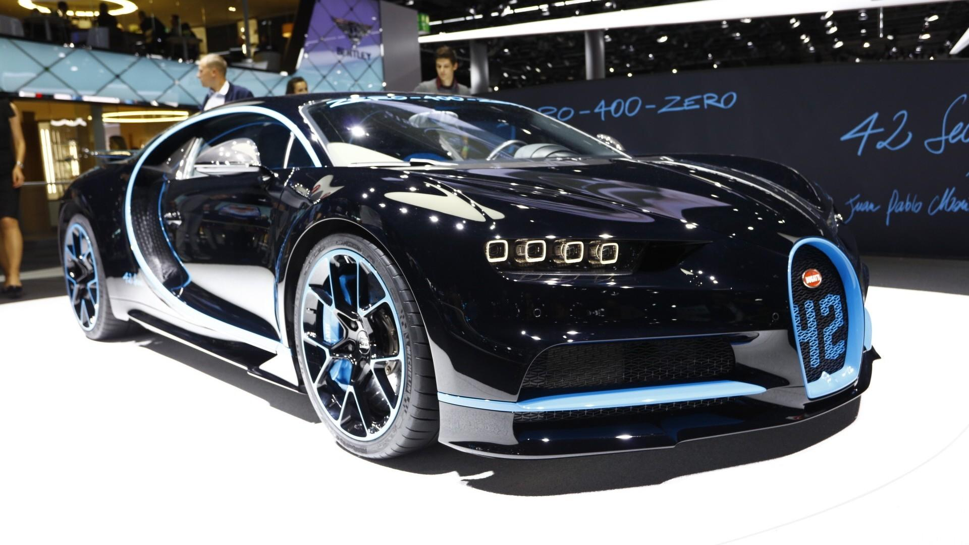 see the bugatti chiron brag about its 0 249 0 record in frankfurt. Black Bedroom Furniture Sets. Home Design Ideas