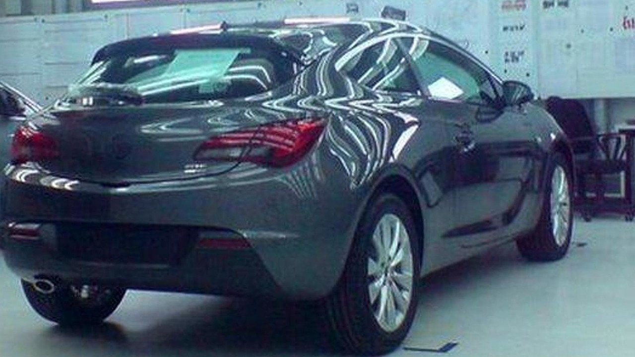 Opel Astra GTC undisguised on Facebook 06.04.2011